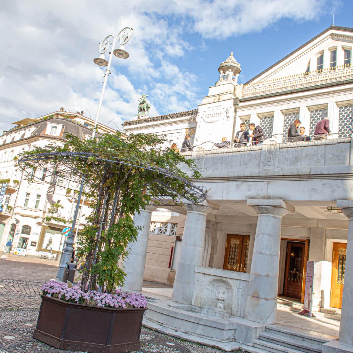 Il Teatropuccini è un capolavoro architettonico nel cuore di Merano e location per i convegni del Merano WineFestival