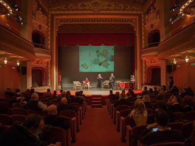 Con questa eleganza, il Teatro Puccini è la location ideale per i convegni e le presentazioni del Festival e rispecchia il motto excellence is an attitude!